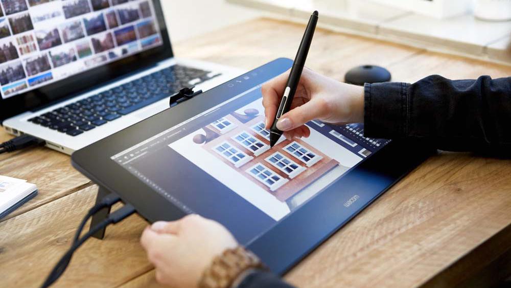 Tablet graficzny Wacom Cintiq Pro 13 w użyciu